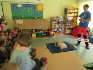 Ratownik w przedszkolu